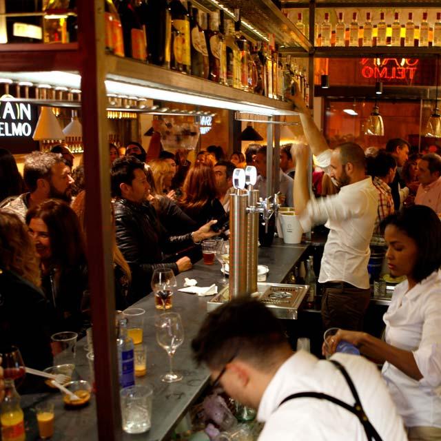Barra del restaurante gastro-bar San Telmo en Alicante
